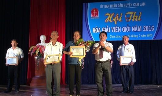Cam Lâm -  Khánh Hòa: Trao giải hòa giải viên giỏi năm 2016