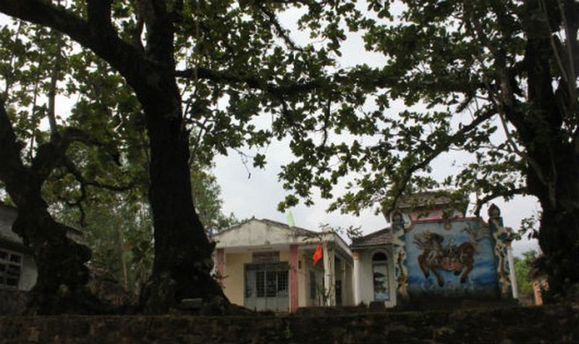 Những câu chuyện huyễn hoặc về ngôi miếu thiêng