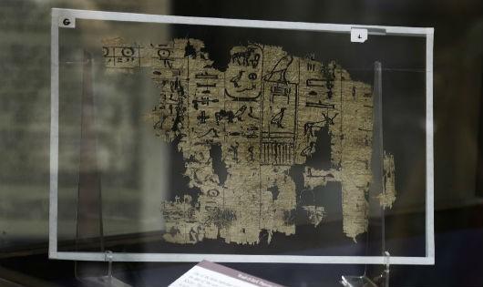 Chữ cổ Ai Cập trên giấy cói lần đầu ra mắt tại bảo tàng