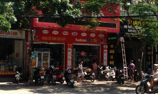 Xôn xao Nghệ An: Ông bố ném sữa trước cửa siêu thị bị bắt giam