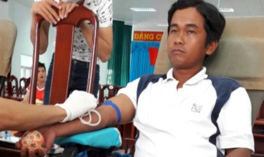 Thầy Trịnh Quang Bình trong ngày hội hiến máu vào giữa tháng 7 vừa qua