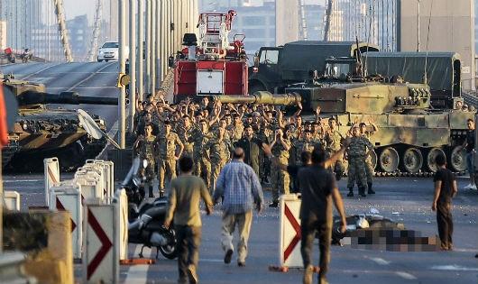 """Cuộc đảo chính hụt ở Thổ Nhĩ Kỳ: """"Đòn trừng phạt"""" mạnh tay"""