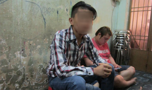 Nghiện game, thiếu niên bị đánh đập dã man trong tiệm internet