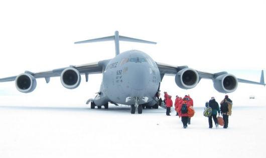 Một đoàn nghiên cứu tại Bắc Cực