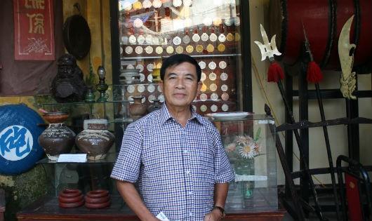 Võ sư Trần Xuân Mẫn trao đổi với PV.