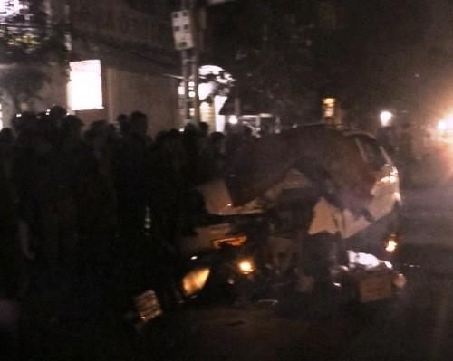 Taxi kéo lê máy bị kéo lê hơn 20m, một người thiệt mạng