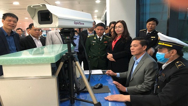 Chủ tịch UBND TP Hải Phòng kiểm tra công tác phòng chống dịch tại Cảng hàng không Quốc tế Cát Bi