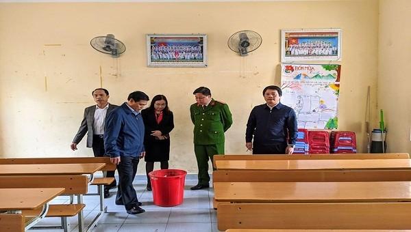 Chủ tịch UBND TP Hải Phòng kiểm tra công tác chống dịch tại trường THPT Mạc Đĩnh Chi