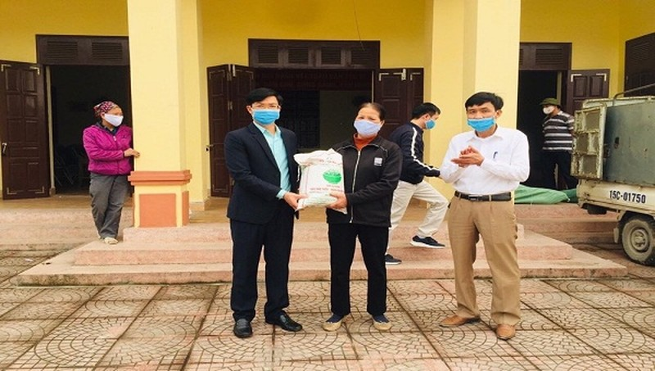 Hàng tấn gạo được hỗ trợ cho người nghèo ở Hải Phòng trong mùa dịch Covid-19