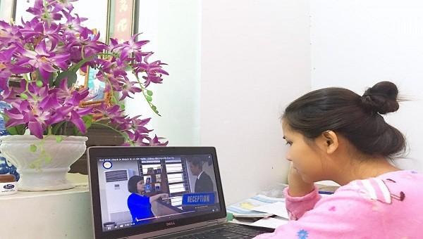 Sinh viên trường Cao đẳng du lịch trong giờ học online