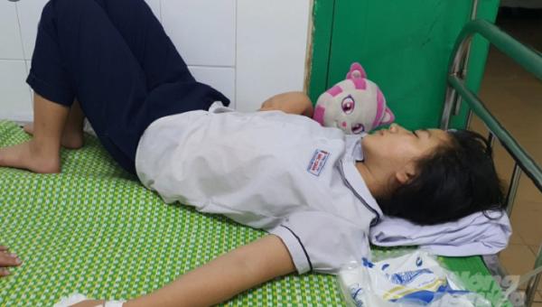 Hải Phòng: Học sinh lớp 5 nhập viện cấp cứu khi uống nước giải khát cô giáo mang đến lớp  