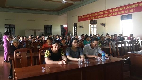 Một cuộc hội nghị tuyên truyền cho người dân Tiên Lãng về BHXH tự nguyện
