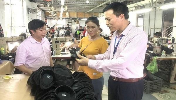 Xưởng may mũ giầy tại huyện An Lão có nhu cầu vay vốn trả lương cho công nhân.