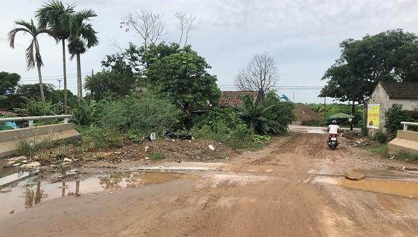 Dự án cầu bắc qua sông Đa Độ đã qua gần 10 năm triển khai nhưng chưa giải phóng được mặt bằng.