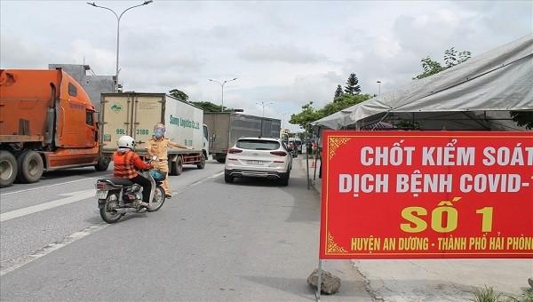 Chốt kiểm soát dịch tại huyện An Dương, TP Hải Phòng.