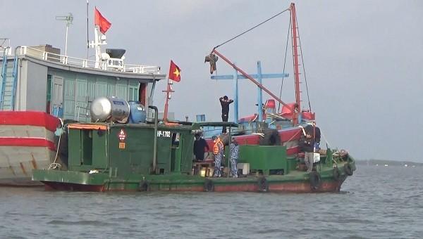 Bộ Tư lệnh Vùng Cảnh sát biển 1 tạm giữ 20.000 lít dầu không rõ nguồn gốc