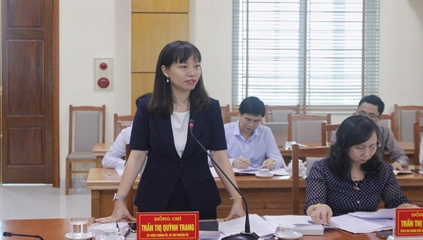 Bí thư huyện ủy An Dương Trần Thị Quỳnh Trang báo cáo tại Hội nghị.