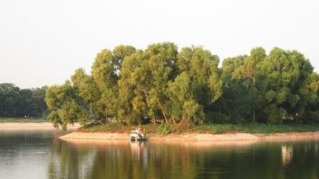 Phát hiện nam thanh niên treo cổ trên hồ Linh Đàm