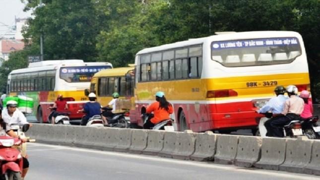 """Xe buýt """"nhái"""" ngang nhiên lộng hành khắp Hà Nội"""