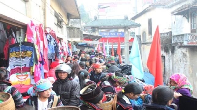 Chợ Sapa rực rỡ ngày cận tết