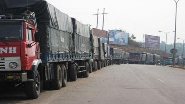 """Bắt giữ nhóm đối tượng """"bảo kê"""" xe quá tải tuyến Nội Bài - Lào Cai"""