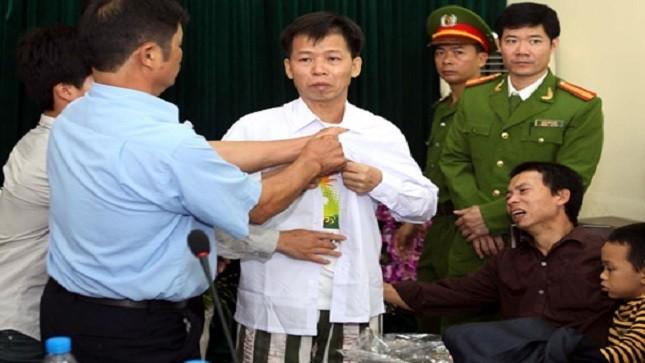 Ông Nguyễn Thanh Chấn ngày đoàn tụ với gia đình sau 10 năm tù oan