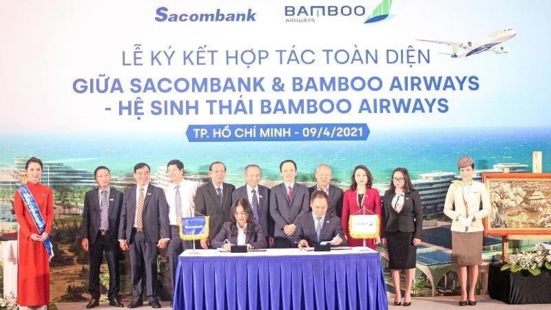Bà Nguyễn Đức Thạch Diễm - thành viên HĐQT kiêm Tổng giám đốc Sacombank  - cùng ông Đặng Tất Thắng - Tổng giám đốc Bamboo Airway - ký kết thỏa thuận hợp tác dưới sự chứng kiến của lãnh đạo hai bên.