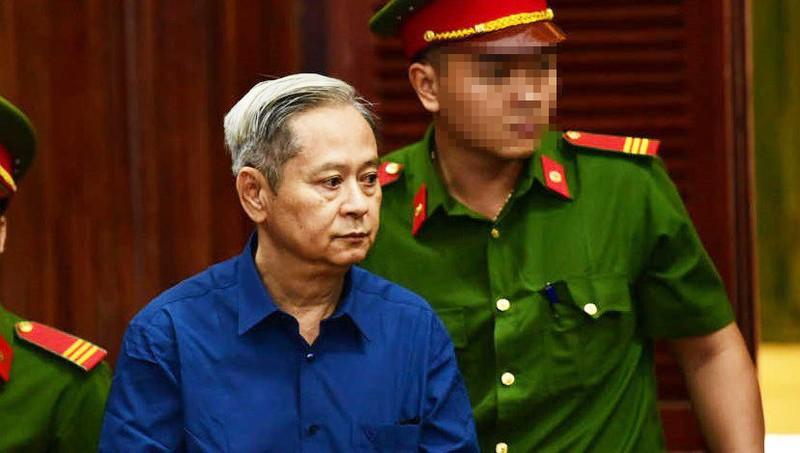 Bị cáo Tín với dáng tiều tụy trong ngày đầu hầu tòa