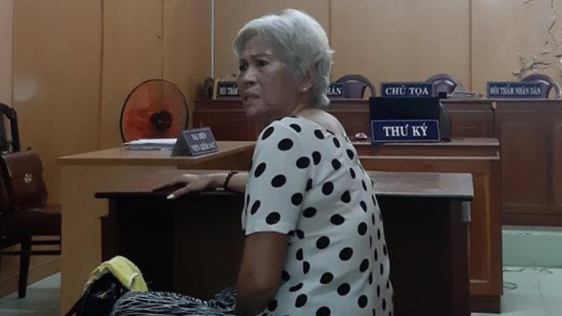 Người đàn bà tuổi 70 tưới xăng thiêu sống chị và cháu gái