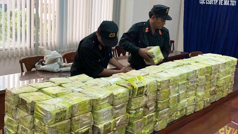 """Lực lượng chức năng triệt phá đường dây mua bán ma túy """"khủng"""" tại TP HCM."""