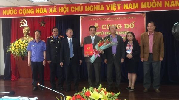 Lãnh đạo UBND tỉnh Lâm Đồng trao Quyết định bổ nhiệm chức vụ Giám đốc Sở Tư pháp cho ông Nguyễn Quang Tuyến.