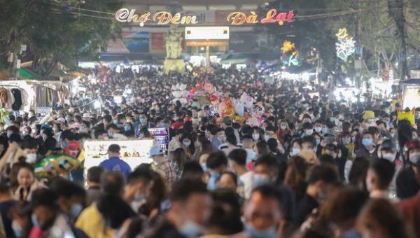 Lâm Đồng tạm dừng tổ chức lễ hội, phố đi bộ