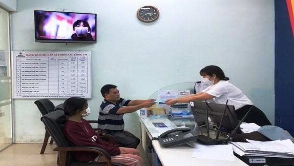 Điện lực Thừa Thiên - Huế luôn xem trọng việc chăm sóc, giải đáp thắc mắc của khách hàng