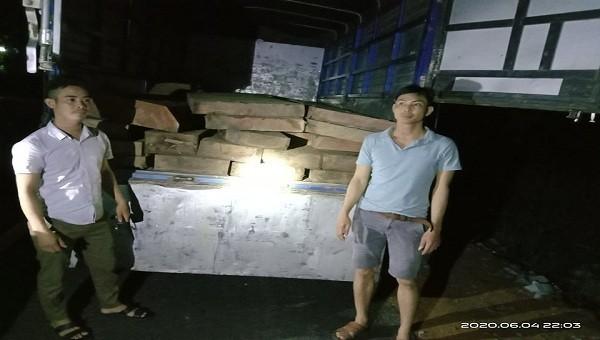 Giữa đêm, Hạt kiểm lâm A Lưới bắt giữ xe vận chuyển lâm sản trái pháp luật