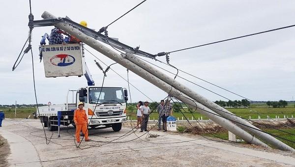 Điện lực Thừa Thiên - Huế đã huy động toàn bộ nhân lực và phương tiện chuyên dụng ra quân trải dài trên toàn bộ địa bàn quản lý