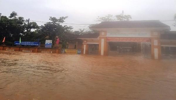 2 ngày đầu tuần, học sinh toàn tỉnh Thừa Thiên – Huế nghỉ học