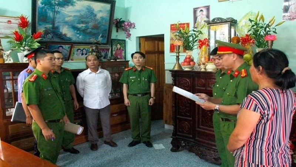 Công bố lệnh bắt Chủ tịch Chi hội nghề cá chiếm đoạt 1,6 tỷ đồng của 4 ngư dân.