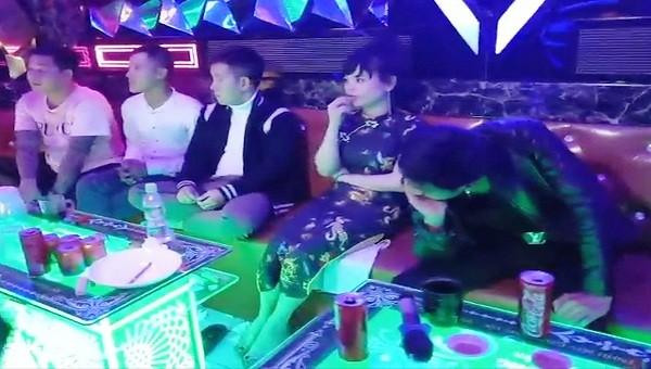 """Thừa Thiên Huế: Phá """"tiệc ma túy"""" ở quán Karaoke"""