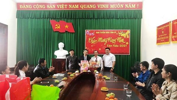 Văn phòng đại diện báo PLVN khu vực Bình Trị Thiên để lại nhiều dấu ấn trong công tác tuyên truyền và thiện nguyện xã hội