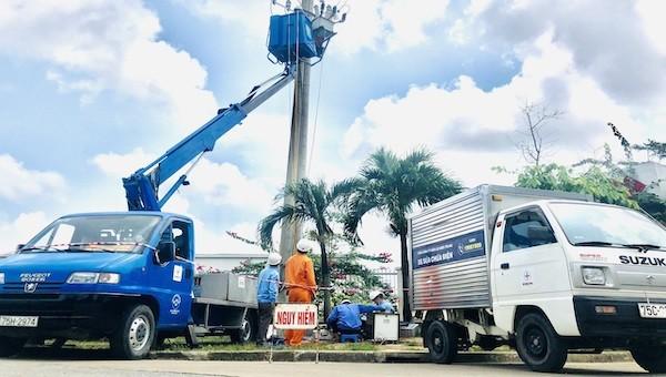 """Tận dụng thời gian nghỉ lễ, PC Thừa Thiên Huế """"tổng lực"""" bảo dưỡng lưới điện tại khu công nghiệp trọng điểm"""