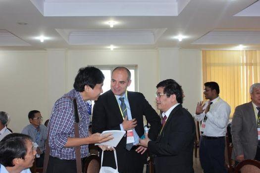 Các đại biểu trao đổi, chia sẻ kinh nghiệm tại Hội thảo