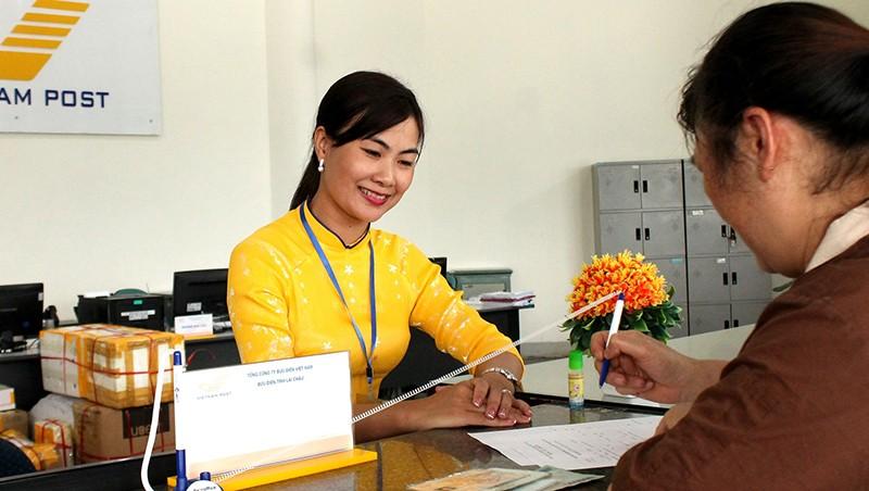 TP HCM trả trợ cấp ưu đãi cho người có công qua bưu điện