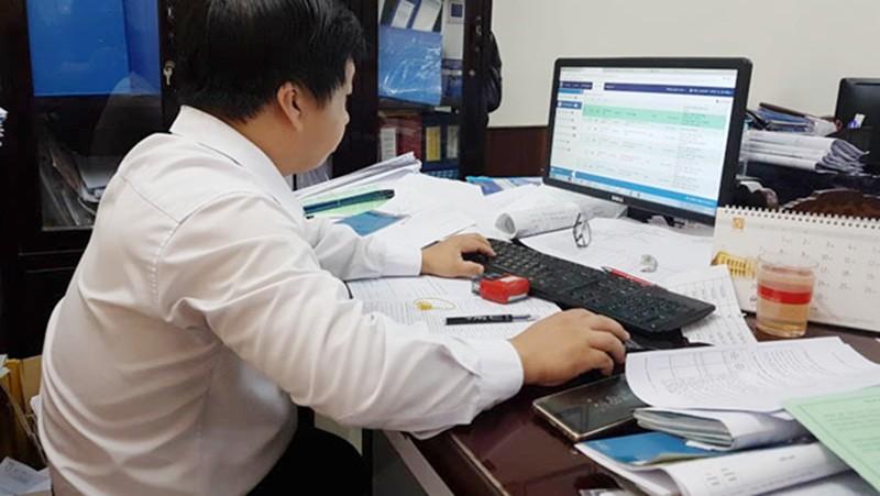 Cán bộ công chức TP HCM làm việc tại nhà phòng COVID - 19