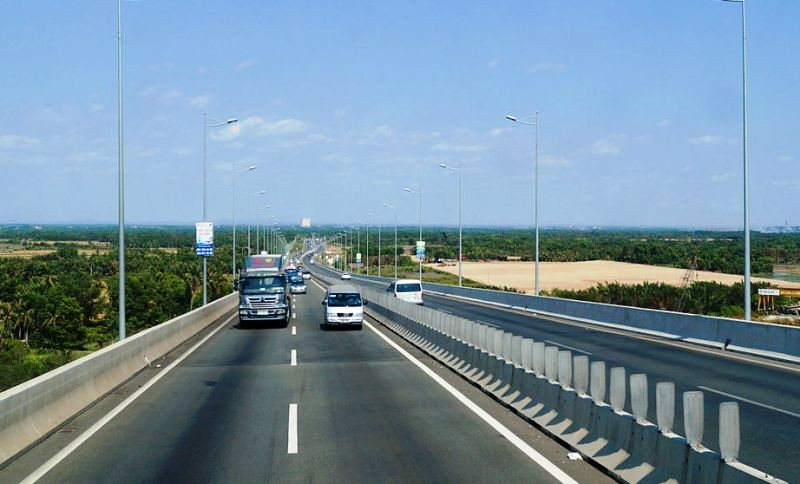 Xem xét bổ sung 2 làn đường vào cao tốc TP HCM - Long Thành