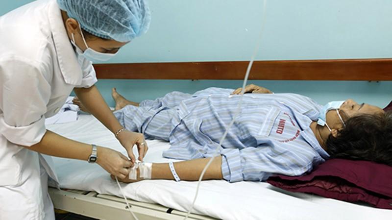 Một bệnh nhân được điều trị sốt xuất huyết.