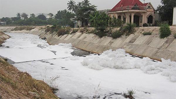 """Kênh ô nhiễm """"dai"""" nhất giữa TP HCM và Bình Dương tiếp tục hành dân"""