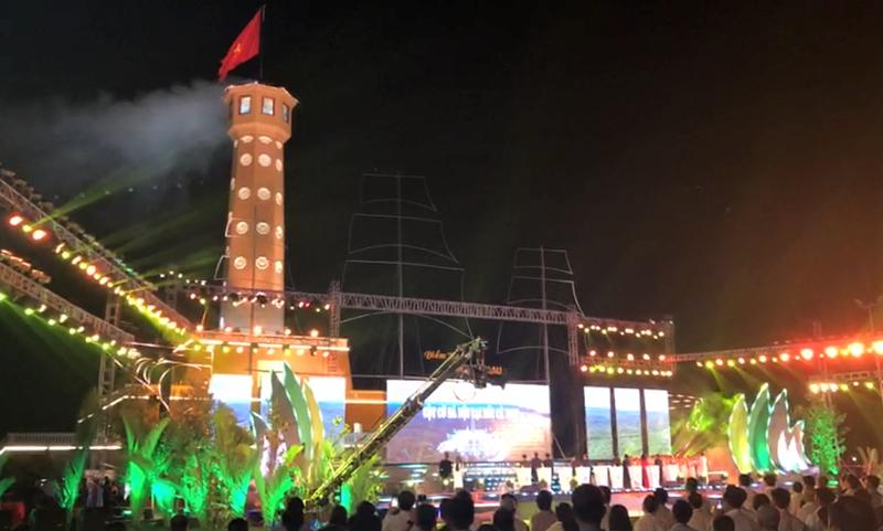 Thủ tướng dự Lễ khánh thành Cột cờ Hà Nội tại Mũi Cà Mau