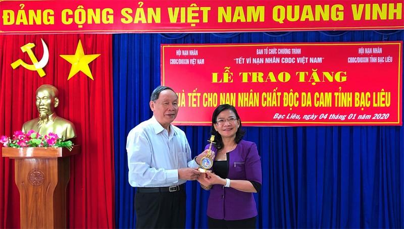 Tặng 50 suất quà cho nạn nhân chất độc da cam tại Bạc Liêu