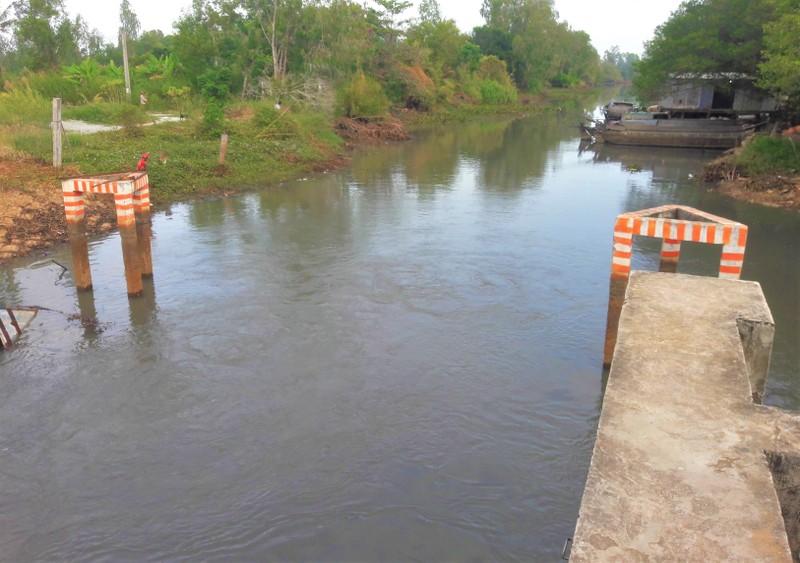 Khẩn trương xử lý sự cố nước mặn xâm nhập nội đồng ở Cà Mau