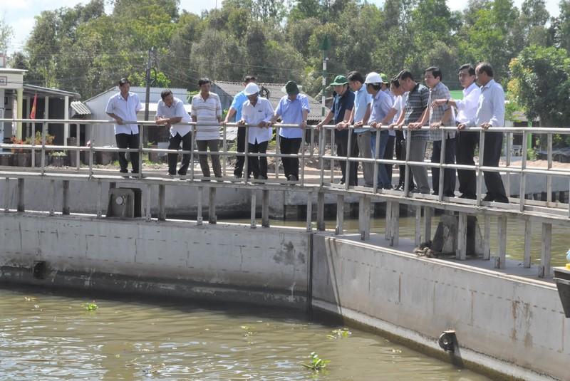 Chủ tịch Bạc Liêu kiểm tra công tác tình hình điều tiết nước phục vụ sản xuất